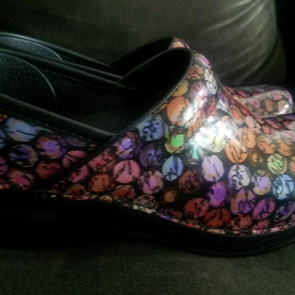 7396bd8b7d68 Dansko Shoes - Women s Dansko Script Patent Clogs
